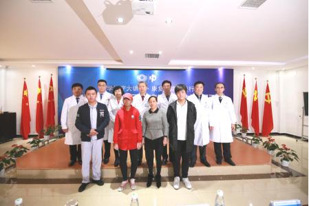 北京中科白癜风 医院医生团队和患者合影